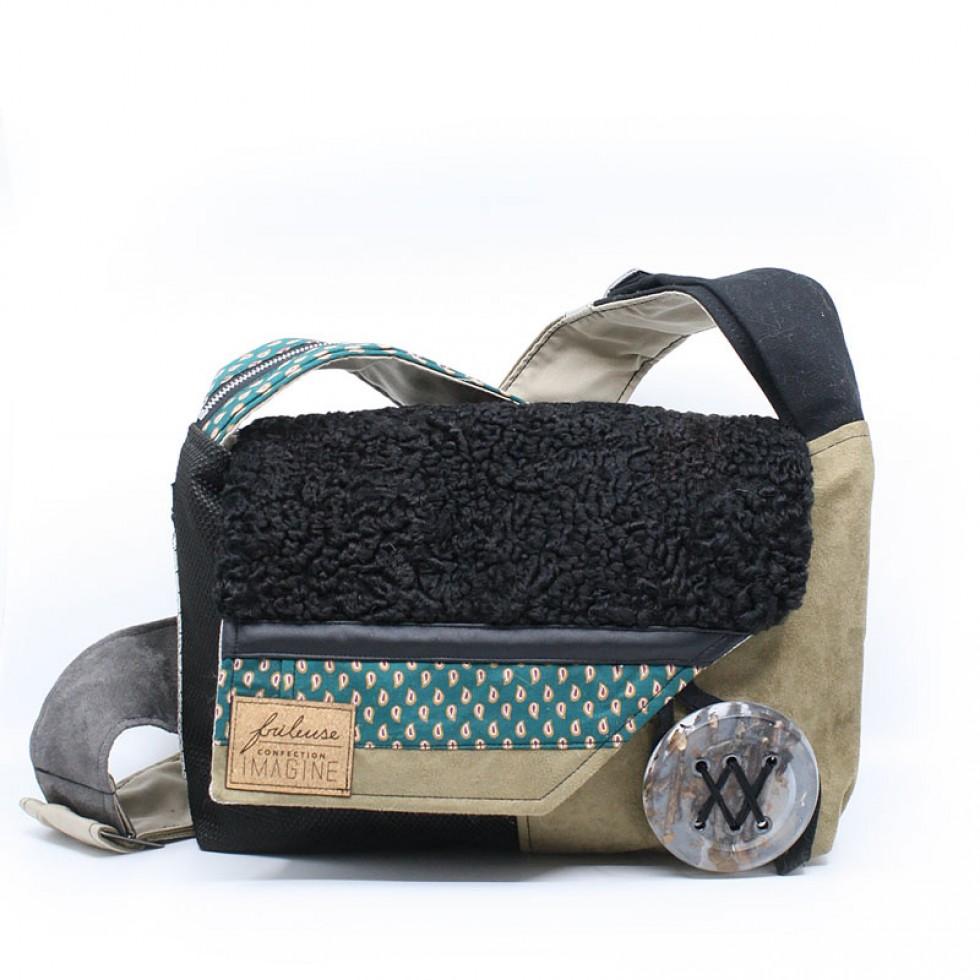 Frileuse | Magnifique sac à bandoulière avec fourrure noire