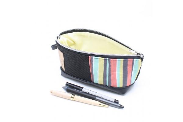 Étui à crayon en cuir et tissu recyclé à motif rayé