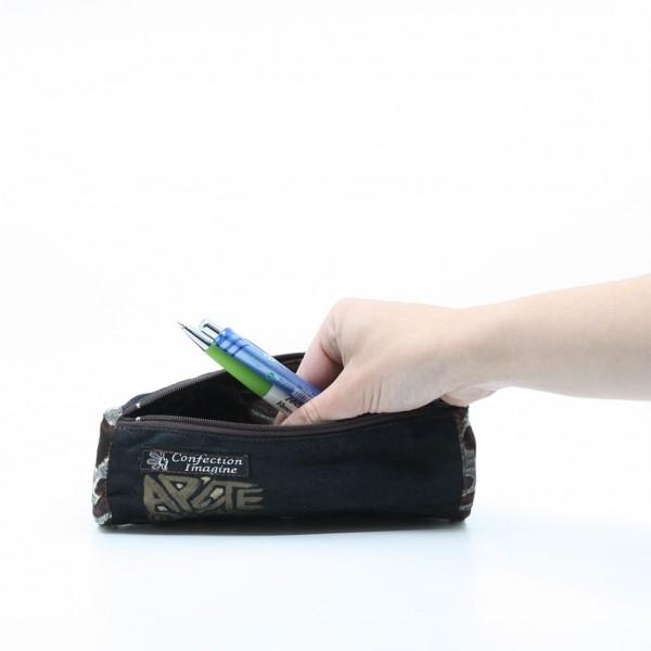 Trousse | Petite pochette noire peinte à la main