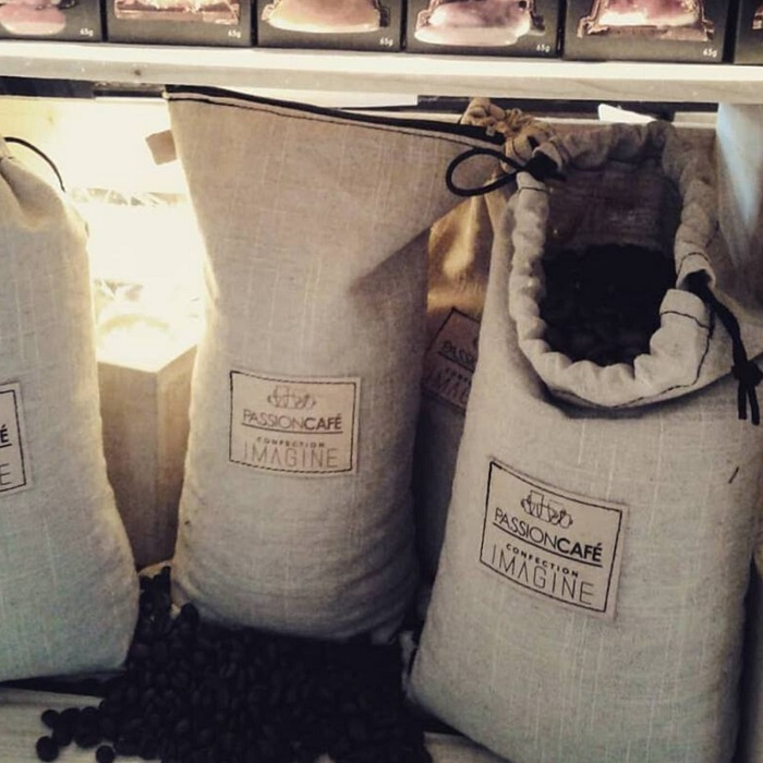 sac-a-cafe-reutilisable-ecoresponsable-sur-mesure-entreprise-local-logo-couture-confection-imagine-tissu-textile